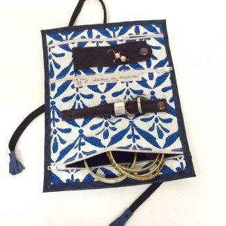 Trousse à bijoux voyage - cuir bleu marine - intérieur bleu blanc fleur de lys