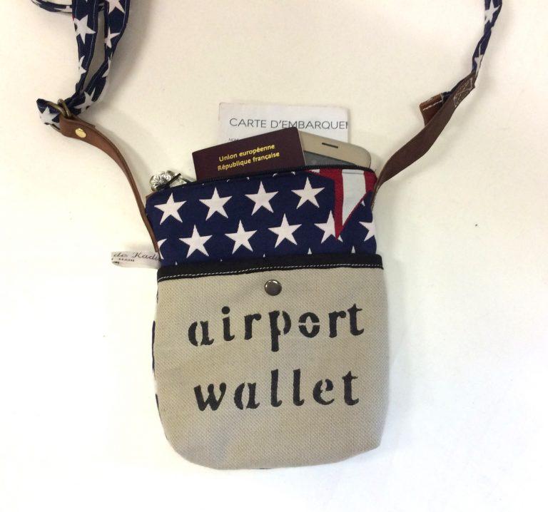 Pochette aéroport bleu-beige style drapeau américain