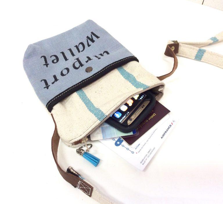 airport wallet bleu ciel
