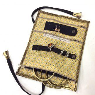 Trousse à bijoux de voyage cuir doré cuivré /intérieur jaune motifs géométriques