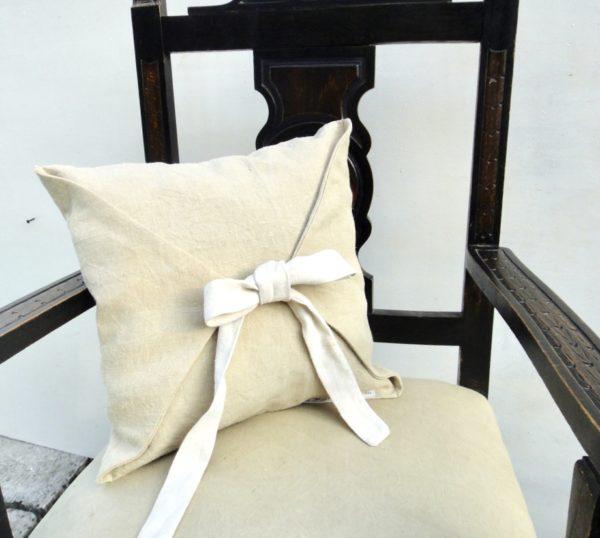 coussin carré drap ancien beige- flot écru