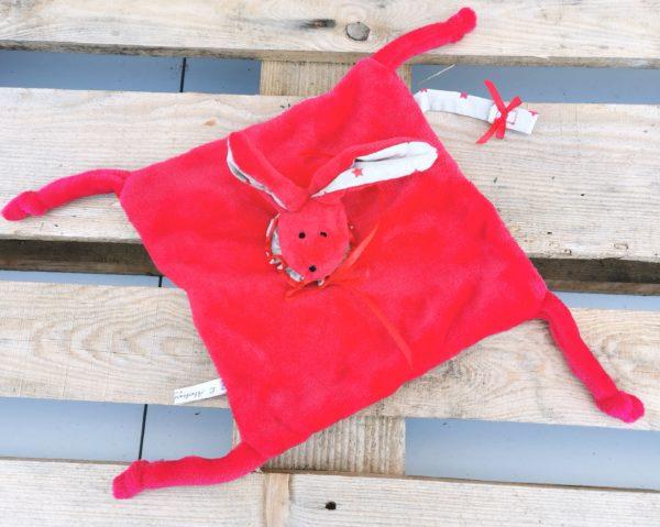 Duo doudous lapins rouge/tissu taupe étoiles rouges
